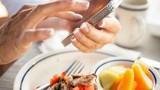 Muốn sống thọ, tránh ngay 5 thói quen xấu này khi ăn cơm