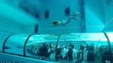Trải nghiệm gây choáng trong chiếc bể bơi sâu nhất thế giới