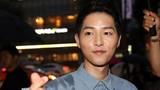 Song Joong Ki đội mưa đi quảng bá phim sau tin đám cưới