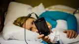 Dùng điện thoại trước khi ngủ gây hại cho não thế nào?