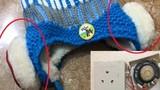 Mũ len gắn thiết bị lạ cực nguy hiểm với trẻ em