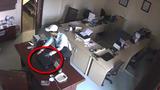 Tên trộm thoải mái dọn sạch laptop trong văn phòng