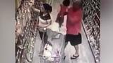 Con gái suýt bị bắt cóc khi mẹ mải chọn hàng trong siêu thị