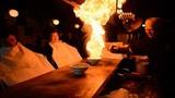 Món mì cháy đùng đùng siêu lạ ở Nhật Bản