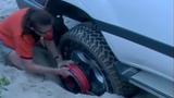 Tuyệt chiêu giúp xe thoát khỏi sa lầy đơn giản nhất