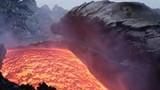 Núi lửa lớn nhất châu Âu phun trào dung nham đỏ rực
