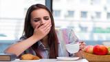 Tại sao buồn ngủ sau khi ăn trưa?