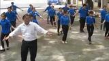 """Thầy giáo """"hot"""" nhất VBB và điệu nhảy """"đàn gà con"""" gây sốt"""