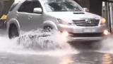 Kỹ năng lái xe ô tô khi đường ngập nước