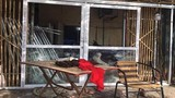 20 côn đồ lao vào đập phá nhà, chém người