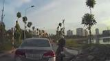 Ô tô tự chạy khi tài xế đang cãi nhau sau va chạm