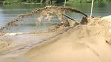 Bắt 12 tàu khai thác cát trái phép trên vịnh Hạ Long