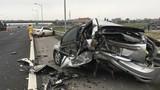 Xế sang Mercedes tông xe Ford nát bét trên cao tốc HN-Hải Phòng