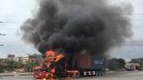 Xe container cháy ngùn ngụt khi đang lưu thông ở Hải Phòng