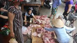 Vụ bán thịt lợn giá rẻ bị hắt chất bẩn: Giảm giá bán là tốt!