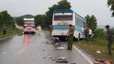 Quảng Ninh: Container đâm xe khách, hàng chục người sợ mất vía