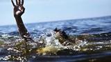 Trượt chân xuống hồ nước, hai chị em đuối nước thương tâm