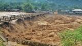 Yên Bái: Nước lũ cuồn cuộn đổ về Nghĩa Lộ, đe dọa người dân
