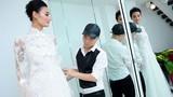 Đỗ Mạnh Cường tự tay mặc váy cưới cho Lê Thúy
