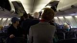 Những hành động xấu xí của khách đi máy bay