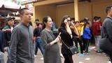 Tuấn Hưng đưa vợ bầu 8 tháng đi lễ cầu an