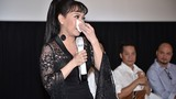 Bó ngực suốt 20 ngày đóng phim, Việt Hương rơi lệ kể khổ
