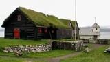 Những ngôi nhà mái cỏ xanh mướt hút hồn du khách