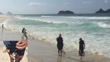 Những người đào cát tìm vàng trên bãi biển