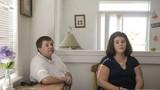 Cặp đôi bị tước quyền nuôi con, lý do... ai làm bố mẹ cũng xót xa