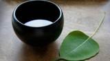 Vì sao trên bàn Thờ cúng Phật không thể thiếu ly nước?