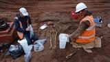 Cận cảnh khai quật 50 bộ hài cốt thời Trung cổ