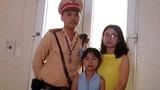 CSGT kịp thời giúp hai cháu bé lạc bố mẹ ở Tràng Tiền