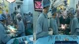 Mổ tách cặp song sinh dính liền 40 năm mới gặp ở Việt Nam