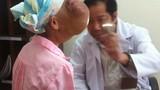 Mổ cho bệnh nhân có hai khối u khổng lồ trên mặt
