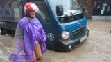 Hà Nội mưa lớn, nhiều nơi ngập nặng, giao thông hỗn loạn