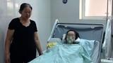 Nước mắt người mẹ già của sản phụ ung thư mổ cứu con