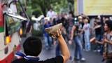 Biểu tình bạo lực bùng nổ bên ngoài Bangkok