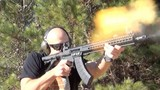 """Soi mặt khẩu súng """"con lai"""" hoàn hảo của AK-47 và M16"""