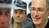 Cựu tài phiệt Nga Khodorkovsky ra tù, bay tới Đức