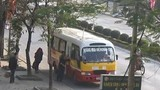 """Bắt """"trùm"""" giang hồ bảo kê hàng loạt xe buýt"""