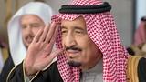 """Quốc vương Ả-rập Xê-út """"trảm"""" quan chức tát nhà báo"""