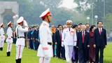 Ảnh: Đại biểu Quốc hội viếng Chủ tịch Hồ Chí Minh