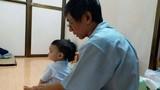 Cuộc sống mới của bé trai 1 tuổi bị bạo hành, bỏ rơi ở viện