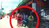 Thanh niên bị đánh túi bụi trước người mặc đồ công an