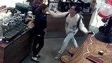 Khánh Casa xin lỗi sau vụ tát nữ nhân viên bán máy cafe