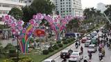 Trang trí lạ trên con đường đẹp nhất Hà Nội