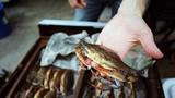 Mẹo đi chợ mua hải sản an toàn đầu năm