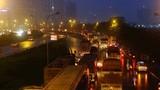 Ảnh: Hà Nội ùn tắc hàng cây số trong mưa mù