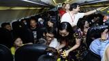 Hành khách bất ngờ đến ngỡ ngàng cùng Vietjet vui đón Trung thu