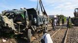 Phú Yên: Tàu hỏa đâm nát cabin ô tô tải